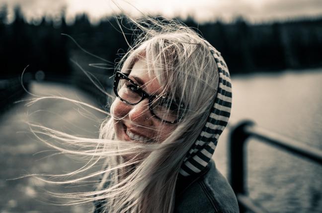 Mujer sonriendo, Inquietos AL Polvovo Vamos